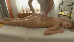 Darling gives pleasurable oral sex after getting oil massage
